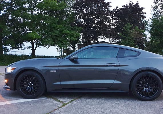 Ford Mustang GT, US Version, Baujahr 2017, Farbe: Magnetic Metallic, Motor Coyote 5.0 - 441 PS, 								Performance Paket, Premium Paket, 6 Gang Schaltgetriebe.