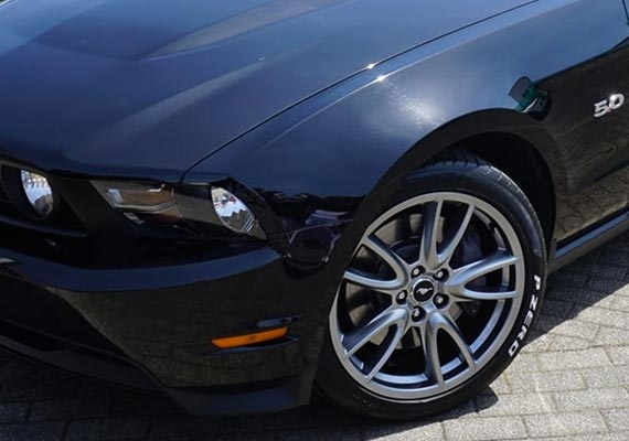 Ford Mustang Bj. 2011 / 5.0 Premium GT mit 55d Brembo Package, Spitzname: Betty